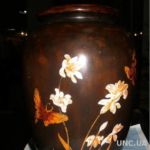Старая деревянная ваза