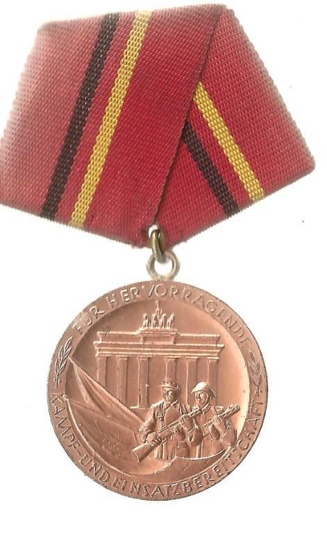 ГДР медаль За отличные успехи в боевой подготовке
