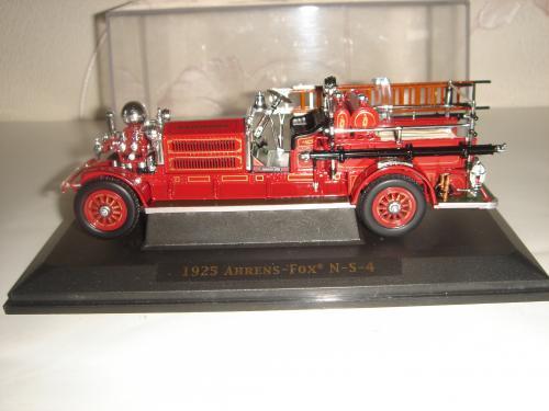 Коллекционная машинка. Пожарная машина 1925 Ahrens-Fox N-S-4. 1/43. Signature.