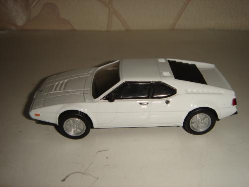 Продам машинку металлическую BMW М1. 1:43