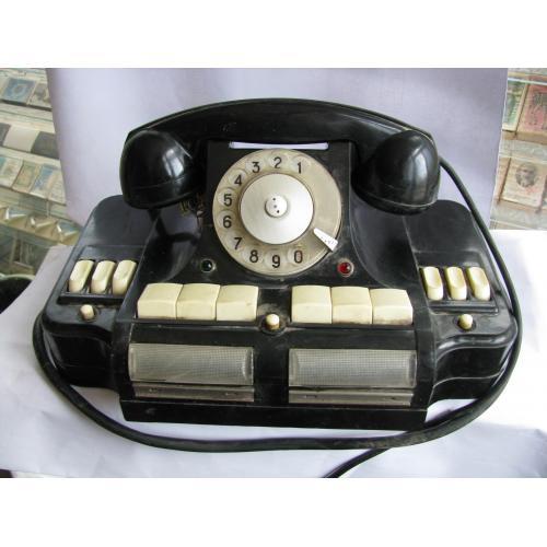 4 телефона, два в хорошем состоянии, и два на запчасти.