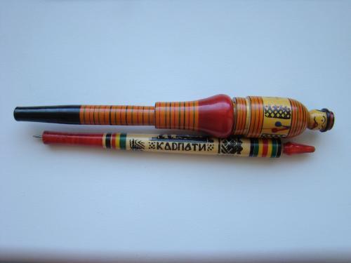 Две деревянные шариковые ручки ручной работы, одна с приколом.