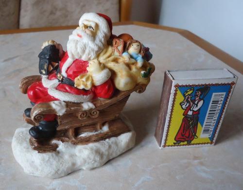 Новогодняя фигура Дед Мороз на санях везет подарки!!!!