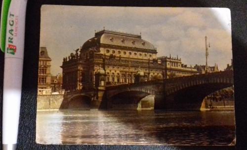 Открытка с фотографией Национального театра (Прага)