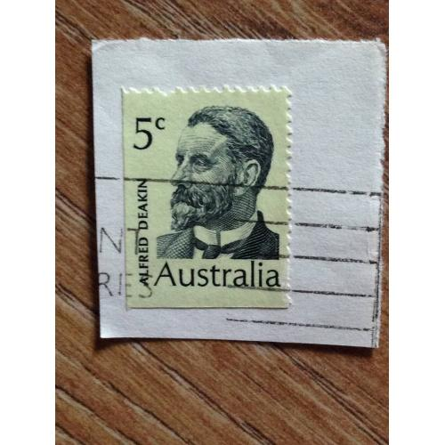 Марка. Австралия. На бумаге. Alfred Deakin.
