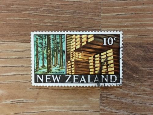 Марка. Новая Зеландия. Лес