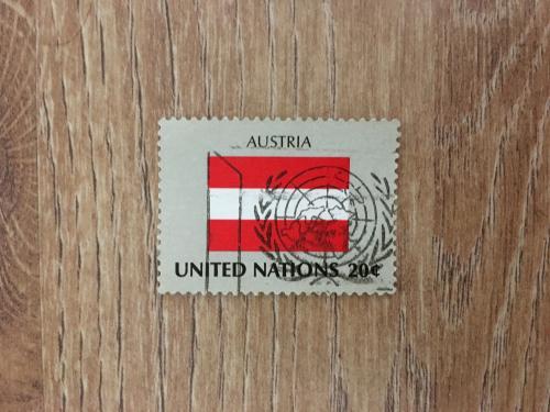 Марка. Объединенные нации. Флаг