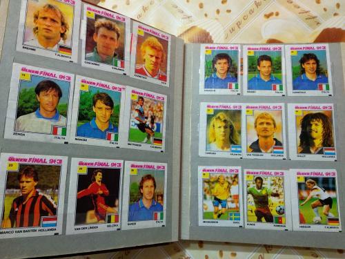 карточки  футболистов от жвачек. собраны с1990-1994