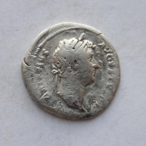 Денарій Адріан, Рома (ROMA). Срібло.