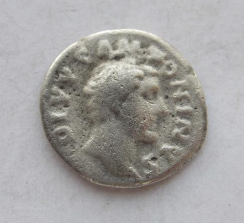 Литий фальшак тих часів Денарія Антоніна Пія, Consecratio (посмертний, крематорій). Срібло.