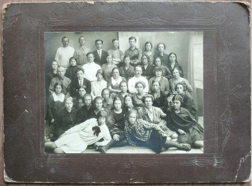 Фото Студенты 1920 годы Мода Одежда Девушка Юноша Пропаганда Соцреализм СССР Винтаж