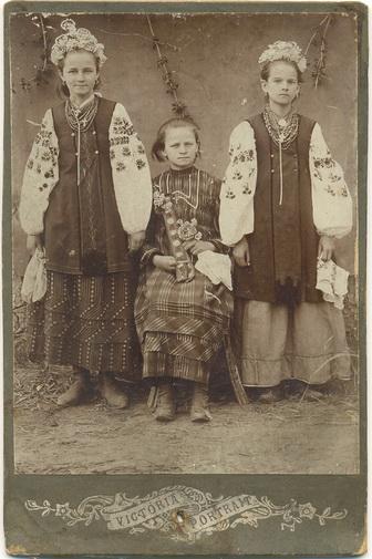 Украинские Типы Девушка Вышиванка Народный костюм Кораллы украшения Украина