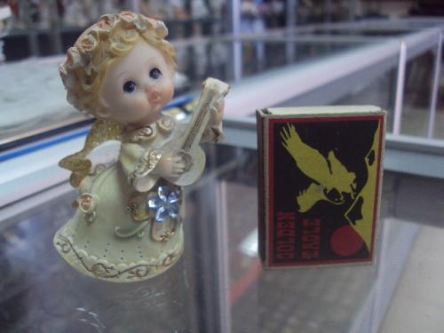 ангелок с мандолиной №4008
