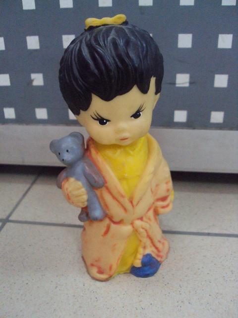 детская игрушка винтаж ссср Девочка китаянка японка с мишкой и куклой резина №3299