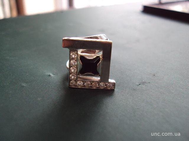 Кольцо женское серебро вес 5,15 г размер 16 золото