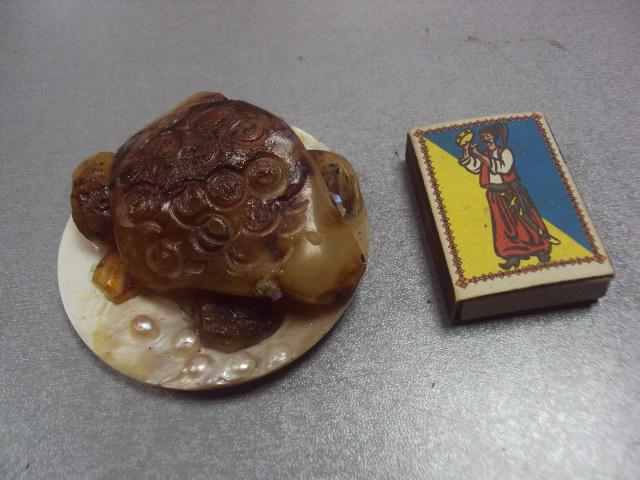 лягушка на листке янтарь перламутр 96,03 г