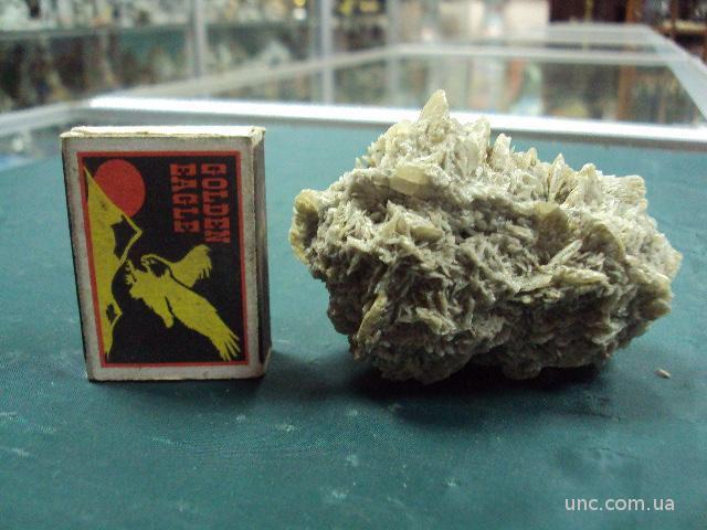 минерал природный гипс