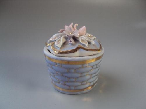Шкатулка с цветами цветочки фарфор (скол) №10060