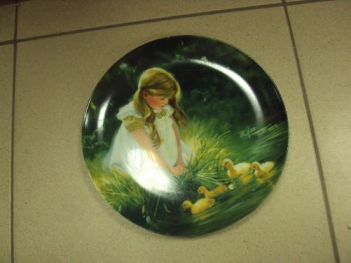 Тарелка настольная золотые моменты девочка с утятами zolan 1984 №262