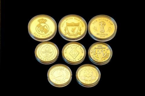 Набор монет футбольных клубов и чемпионатов в количестве 8шт.