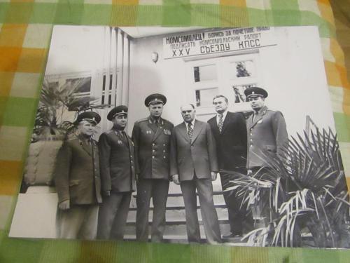 Стендовое фото из серии Генералы