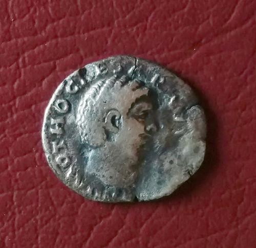 Рим Денарий  имп. Отон 68 год  2 месяца правления серебро в неплохом состоянии очень редкая!