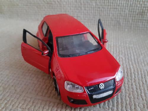 Машинка модель VW Golf GTI, 1=32.