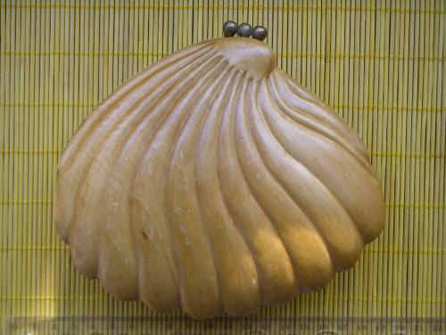 Деревянная лакированная шкатулка в форме жемчужной раковины ручной работы без клейма.