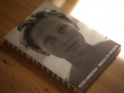Издание 2004г. в мягкой обложке немецкого фэшн-фотографа Петера Линдберга «Изображения женщин».