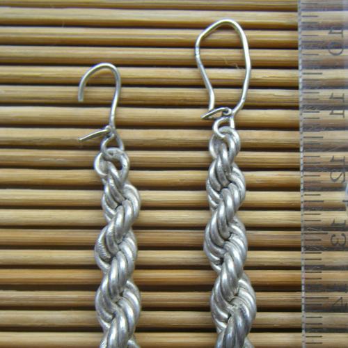 Изделие с износом из серебра без вставок «Серьги» в форме жгутов с французским типом замка.