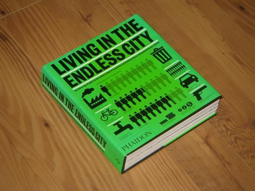 Книга на англ.языке «Жизнь в бесконечном городе/Living in the endless city» изд-ва «PHAIDON» 2011г.