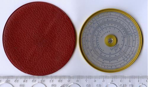 Круговая логарифмическая линейка (логарифмический круг), датируемая 30-м годам СССР, «Калибр».