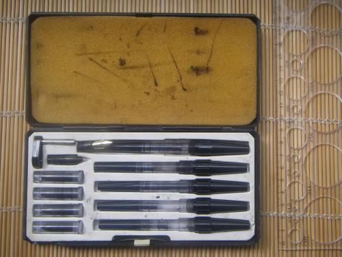 Набор Centropen 10067 Grafic 1960-х гг. из 5 рапидографов, 5 сменных насадок, пера и насадки.