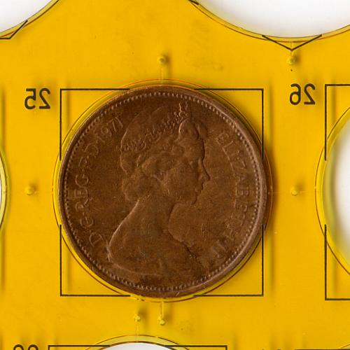 Обиходная монета 1971 года «Второй портрет Елизаветы II» номиналом 2 Новых пенса Великобритании.