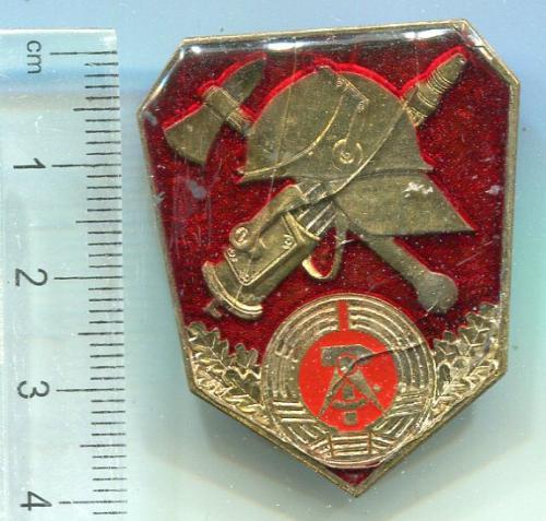 Значок Пожежник НДР.