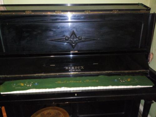 Пианино Berdux. Германия, Мюнхен.