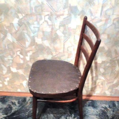 Стул для гостиной, отреставрированный, в хорошем состоянии, цвета мореного дуба, сидение крепкое