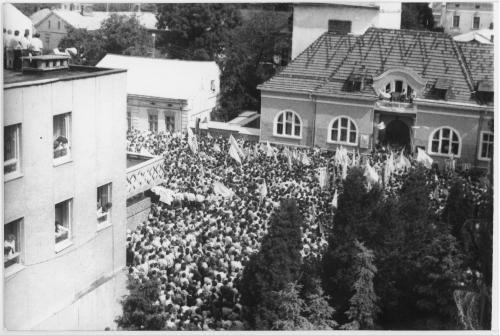 ФОТО. 1990 г. Открытие 1-го Всемирного собора Духовности Украины на Вечевой площади в г. Коломыя