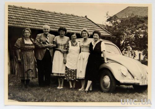 Старое фото Возле Volkswagen 1950 Германия