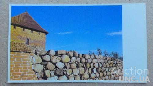 Открытка - Виды городов - Тракай - Замковый остров на озере Гальве - Мощные стены