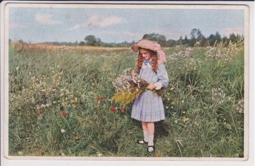 Девочка с букетом полевых цветов.