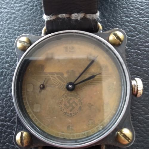 Часы 1939 года мотопехотным дивизии SS