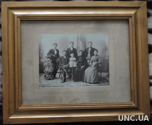 Большое фото купеческой семьи в раме. Царизм.