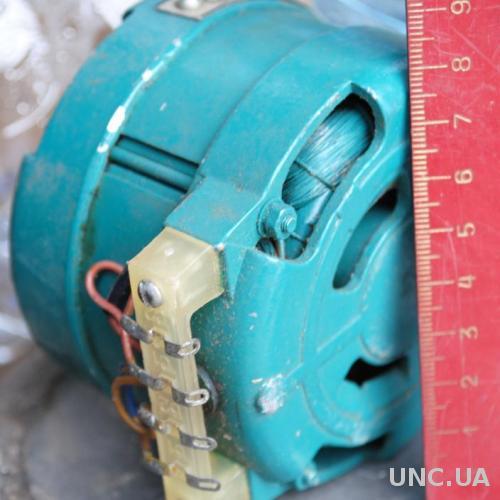 Електро двигун новий радянський ( бабінний магнітофон ?) зі знаком якості