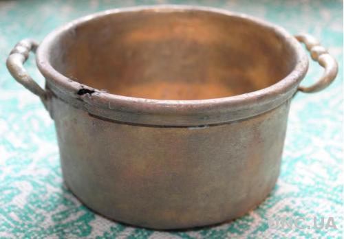 Маленька бронзова старовинна вінтажна каструля .