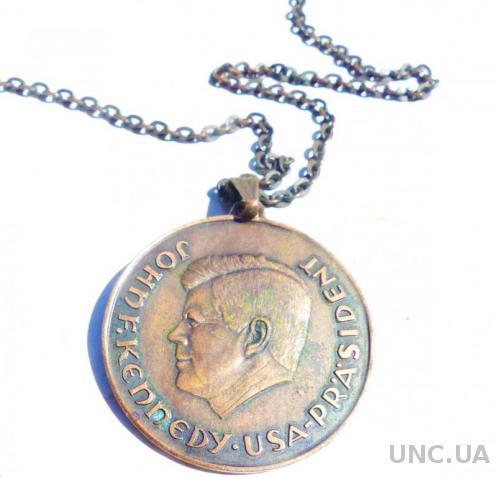 медаль - подвеска, кулон - цепочка - Кеннеди - он хотел мира - медь -