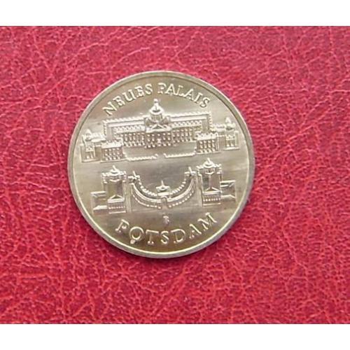 ГДР 5 марок 1986 UNC. Новый дворец в парке Сан-Суси в Потсдаме