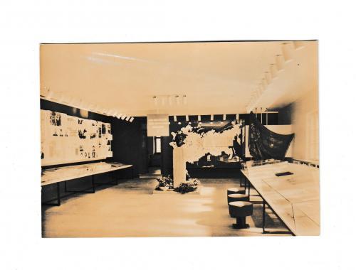 Открытка 1971 Город ярмарок Лейпциг, Памятное место Искра, Вид выставочного помещения, Германия