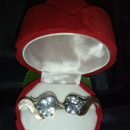 Серьги серебро с золотом с большим камнем цирконий в форме сердца!