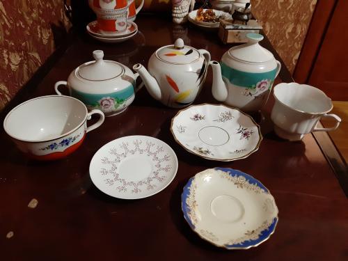 Антикварные чашки блюдца чайники